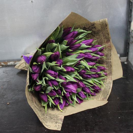 Фиолетовый тюльпан в крафте: букеты цветов на заказ Flowwow