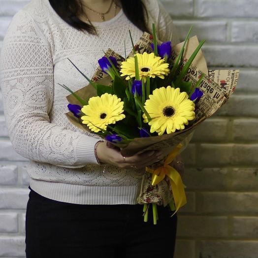 Желтые герберы и синие ирисы: букеты цветов на заказ Flowwow