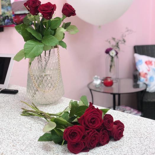 7 красных роз: букеты цветов на заказ Flowwow