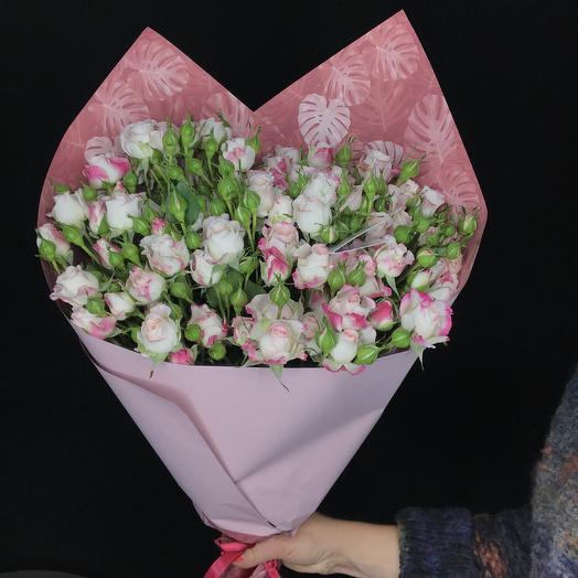 Средний букет из кустовых роз: букеты цветов на заказ Flowwow