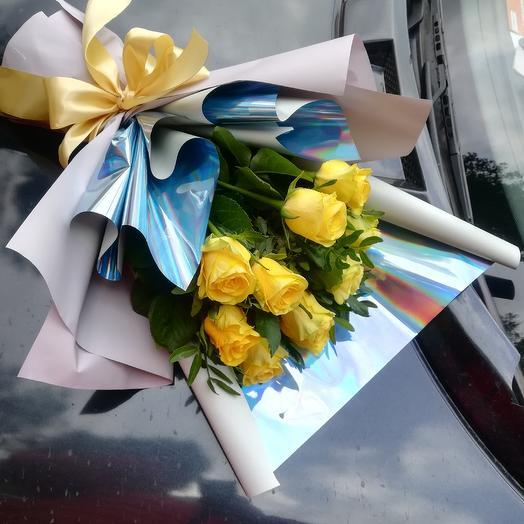 Букет из ярких жёлтых роз