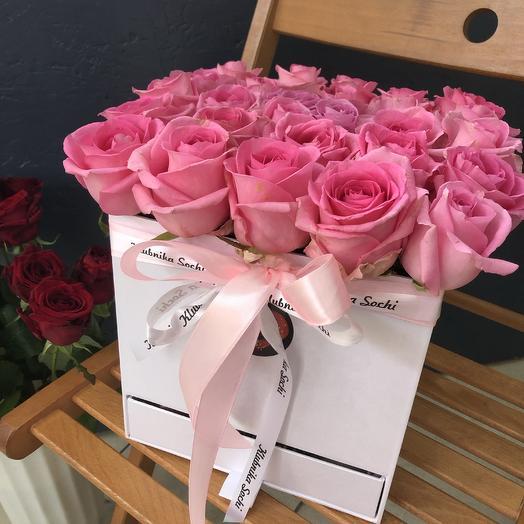 Коробка-шкатулка с розами и клубникой в шоколаде: букеты цветов на заказ Flowwow