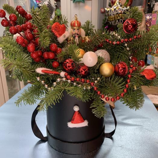 Новогодний щелкунчик в шляпной коробке: букеты цветов на заказ Flowwow