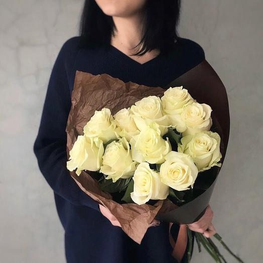 11 белоснежных роз