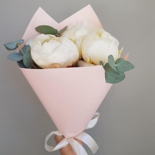 Три белых пиона: букеты цветов на заказ Flowwow