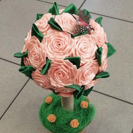 Цветок из атласных роз