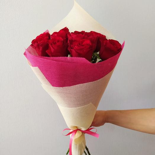 Алая роза