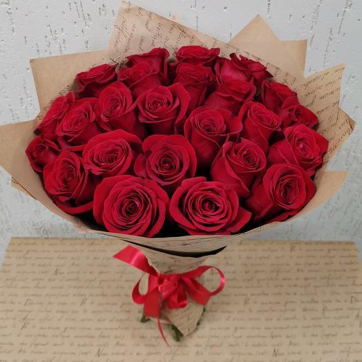 Букет из 25 роз в крафтовой бумаге