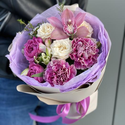 Bouquet of Dianthus, pin-shaped Bush rose, Alstroemeria and Orchid flower Raspberry tea