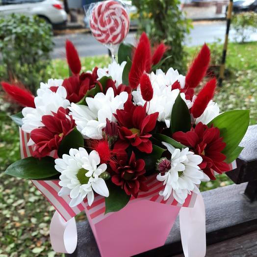Цветы в коробке плюс карамель