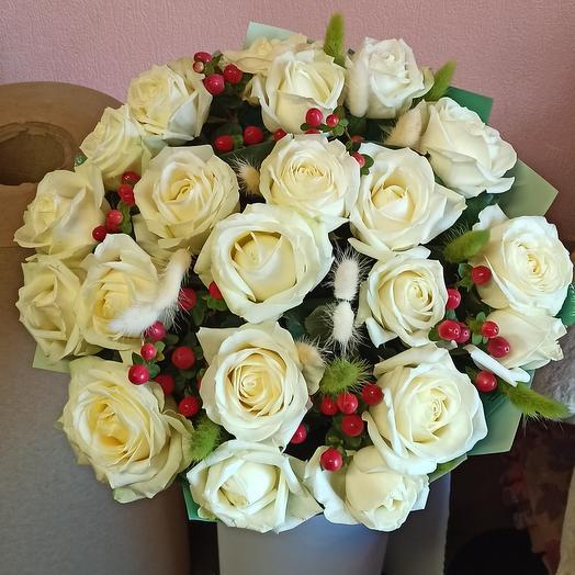 Зайчик в розах