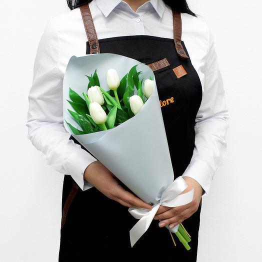 Букет из 5 белых тюльпанов