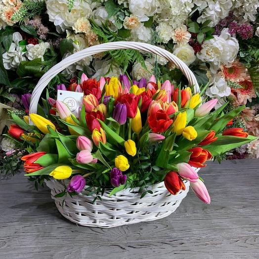 Корзина с 51 тюльпанов