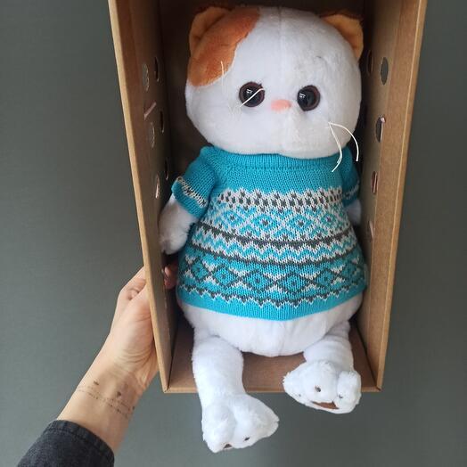 Ли-Ли в вязаном свитере