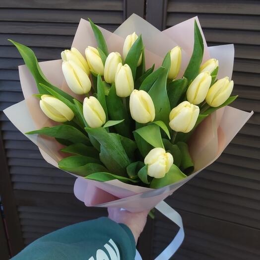 15 тюльпанов в оформлении