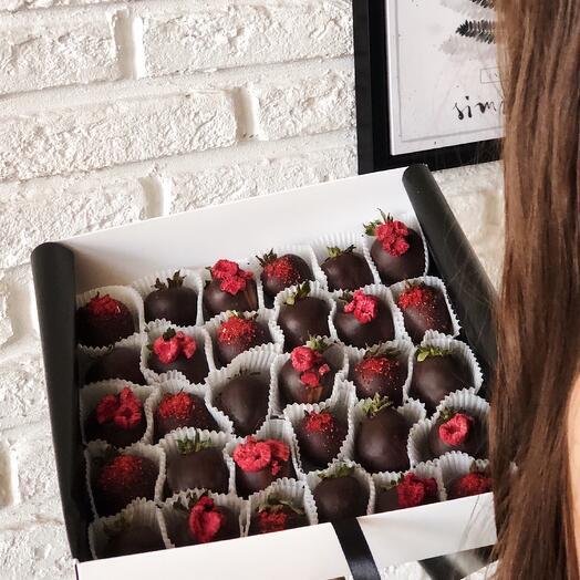 "XL набор клубники в темном шоколаде ""Dark Berry"""