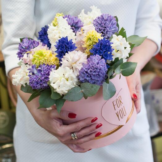 Коробка с цветами Разноцветные ароматы
