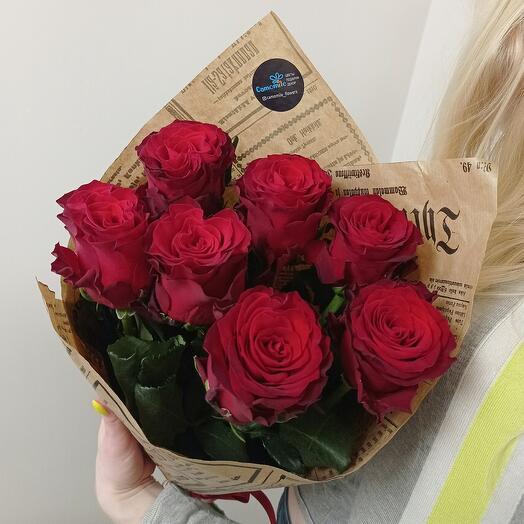 Пионовидные красные розы
