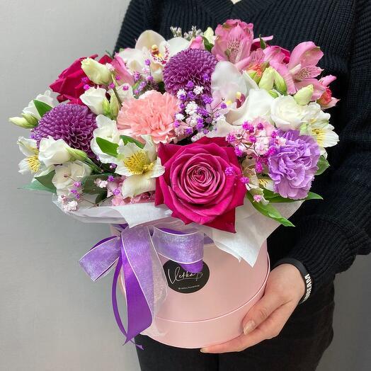 Яркая коробка с цветами