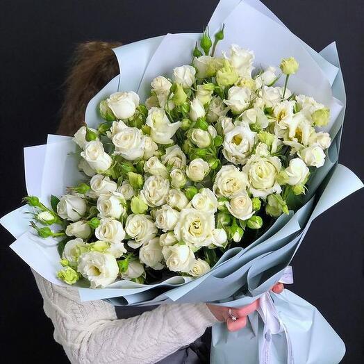 Букет кустовые розы и эустома