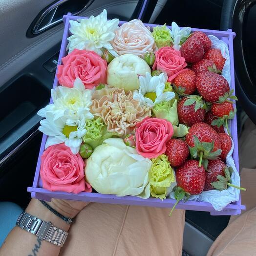Сборная коробка с ягодами