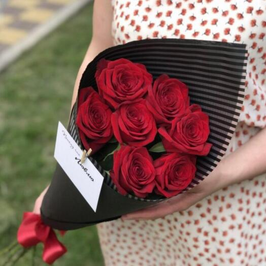 Комплимент из голландских роз в крафте 80 см