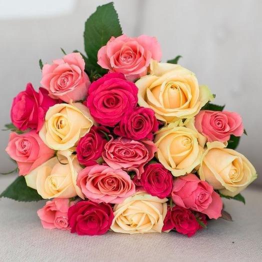 Букет из 21 разноцветной местной розы 60 см: букеты цветов на заказ Flowwow