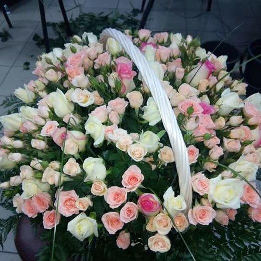 Цветочная корзина из роз