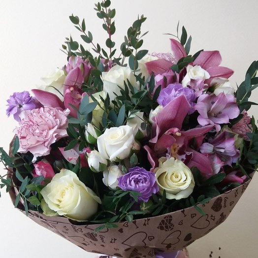 Букет розово-сиреневый с кустовой розой