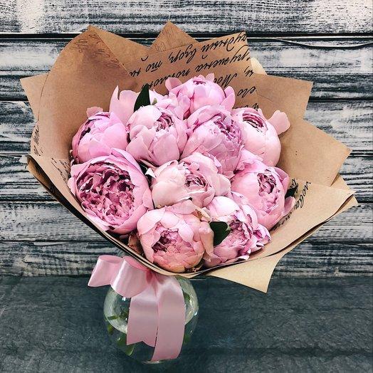 Душистые пионы в крафте: букеты цветов на заказ Flowwow