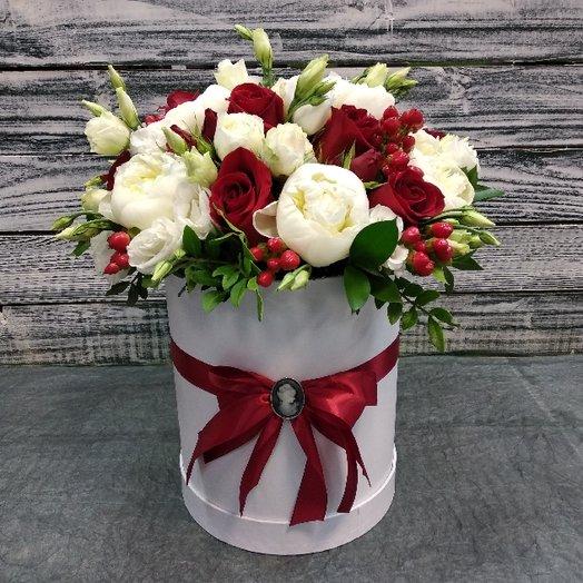 Коробка с ароматными пионами: букеты цветов на заказ Flowwow