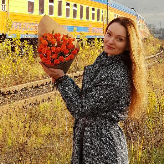 Яркий букет из кустовых роз: букеты цветов на заказ Flowwow