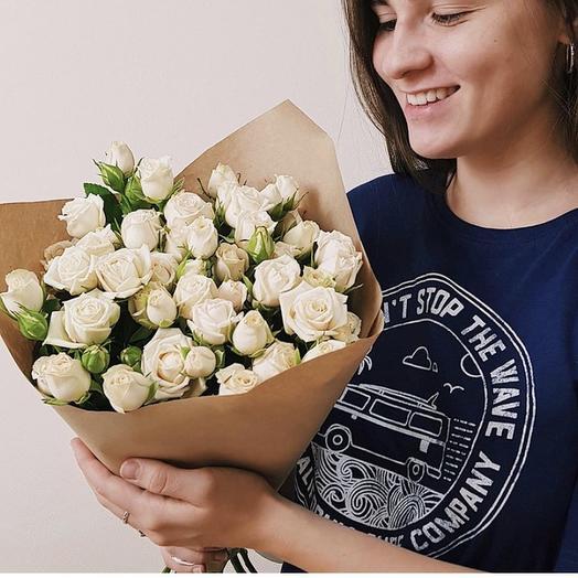 Букет из 9 белых кустовых роз 50 см: букеты цветов на заказ Flowwow