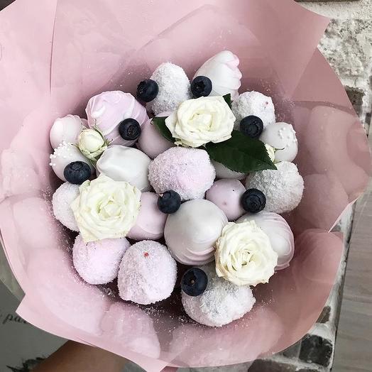 Клубничный букет «Снежная королева»: букеты цветов на заказ Flowwow
