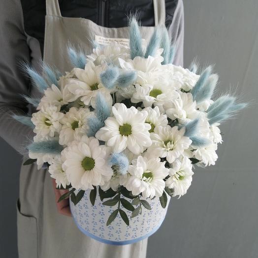 Ромашковая хризантема с лагурусом  Летнее облоко: букеты цветов на заказ Flowwow