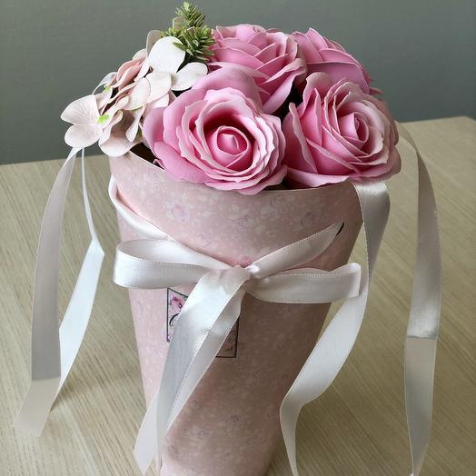 Букет из мыльных роз в бумажном конверте: букеты цветов на заказ Flowwow