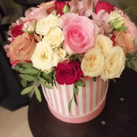 Шляпная коробка с миксом из роз