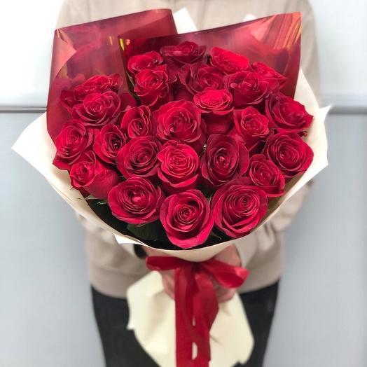 25 красных роз в стильной упаковке