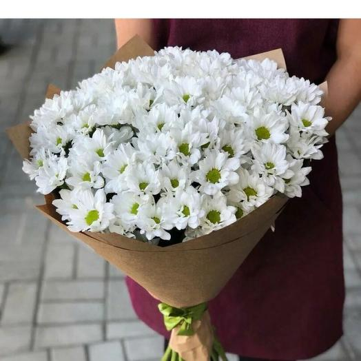 Монобукет из белых  хризантем в крафте