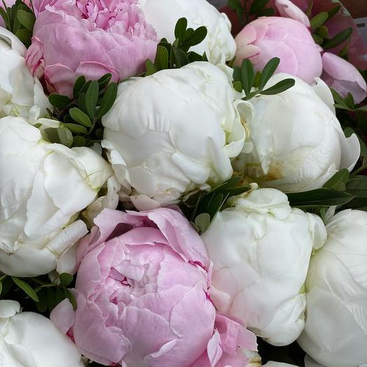 Моно букет из 25 пионов: букеты цветов на заказ Flowwow