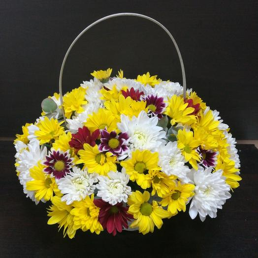 Корзина хризантем: букеты цветов на заказ Flowwow