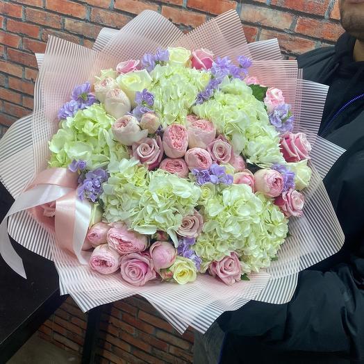 Ароматный букет из нежных цветов