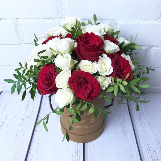 Розы в коричневой коробке S