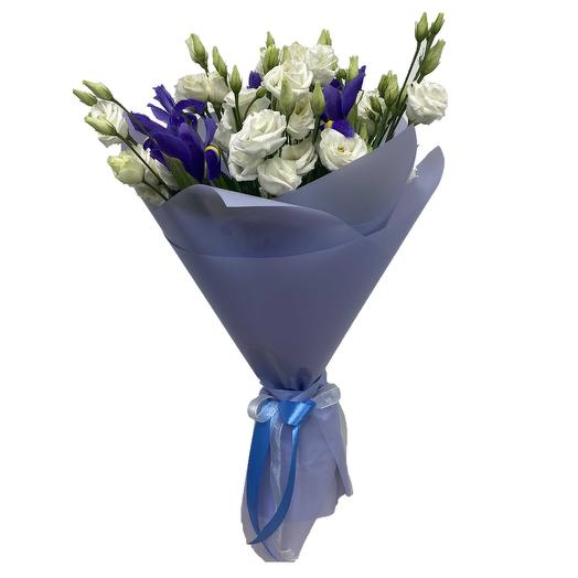 Bouquet of irises and lisianthus