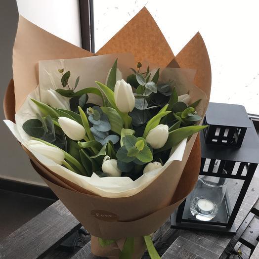 Тюльпаны и эвкалипт