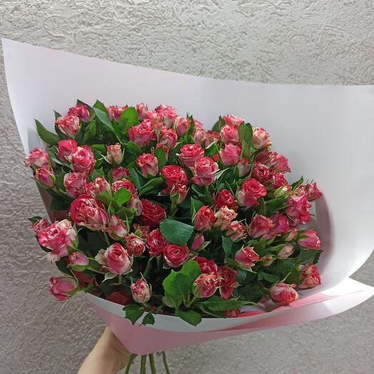 Большой букет кустовых красивых роз