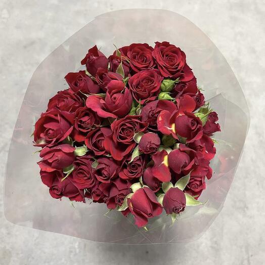 Монобукет из красных кустовых роз