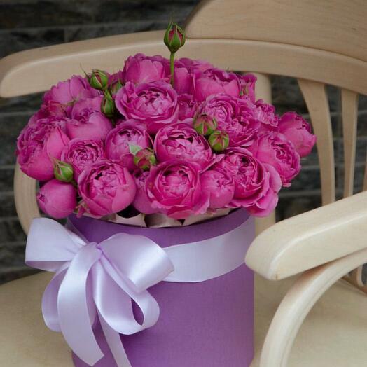 Шляпная коробка из пионовидной розы