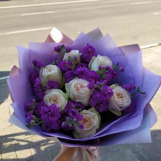 Дуобукет из пионовидных роз и маттиолы