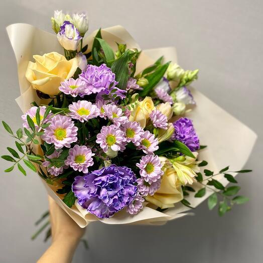 Букет из роз с хризантемами